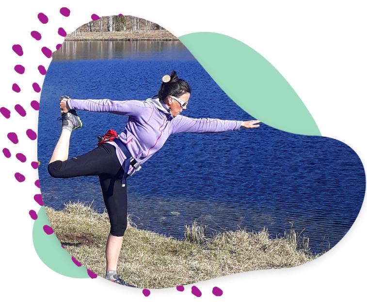 Fanny Girod donne un cours de Yoga dans la nature